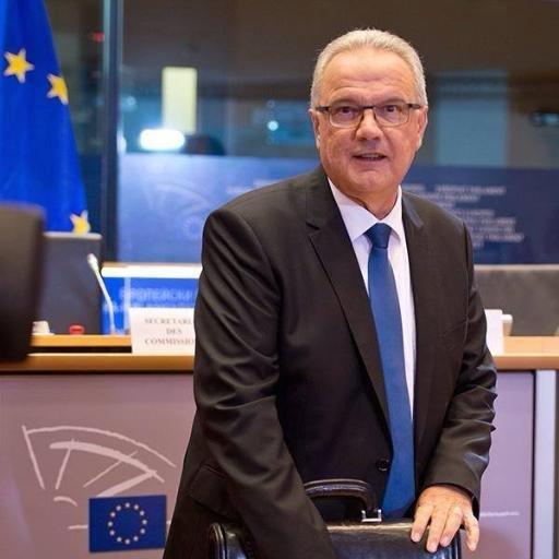 Na snímke eurokomisár pre medzinárodnú spoluprácu a rozvoj Neven Mimica