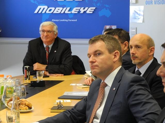 Na snímke v popredí podpredseda vlády SR Peter Pellegrini, vpravo slovenský veľvyslanec v Izraeli Peter Hulenyi, v pozadí honorárny konzul SR v Izraeli Josef Pickel