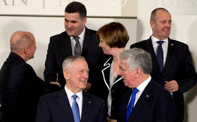 Na snímke vpravo hore minister obrany SR Peter Gajdoš