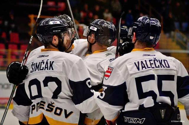 Veľkú radosť po záverečnom hvizde rozhodcov a sirény na zimnom štadióne v Prešove mali nielen hokejisti víťazného mužstva po základnej časti HC Penguins Prešov, ale aj jeho fanúšikovia v hľadisku.