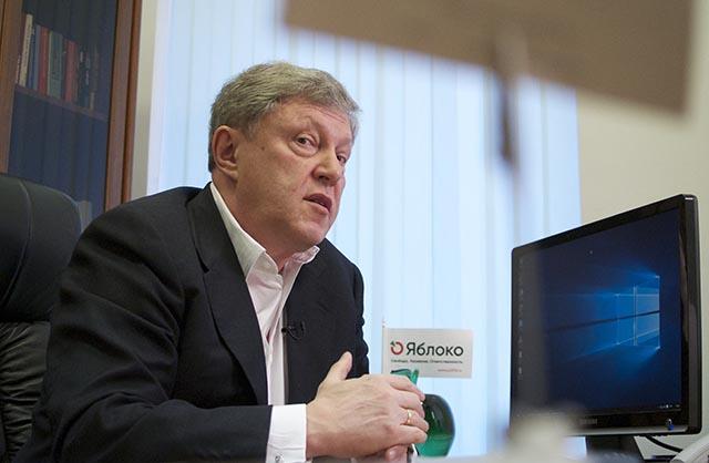 Na archívnej snímke ruský opozičný politik Grigorij Javlinskij