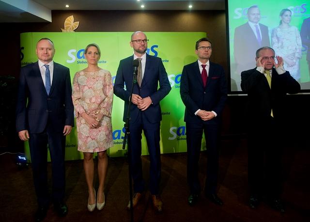 Na snímke zľava generálny manažér strany Sloboda a solidarita (SaS) Roman Foltín, podpredsedníčka SaS Jana Kissová, predseda SaS Richard Sulík a podpredsedovia  - Ľubomír Galko a Jozef Mihál