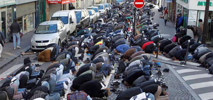 Tretina Britov proti moslimom