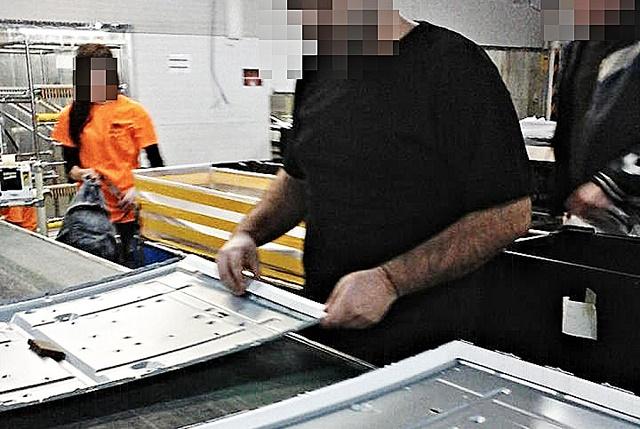 Snímka z údajného výrobného procesu v továrni