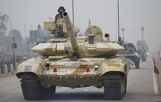 Ruský tank T-90 počas nácviku