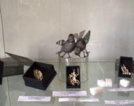 Majstri – drotári prezentujú svoju unikátne diela a výstave Čaro umeleckého drotárstva v Ponitrianskom múzeu v meste pod Zoborom
