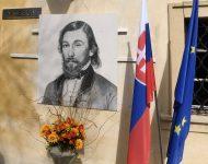 Portrét Jozefa Miloslava Hurbana na stene obnovenej expozície počas celonárodnej a celocirkevnej spomienky pri príležitosti 200. výročia jeho narodenia