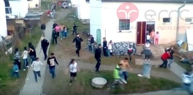 Na internetu koluje video ze zásahu policistů proti Romům