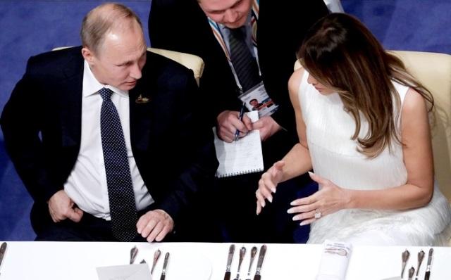 Melania Trumpová a Vladimir Putin si padli do oka. Vesele si povídali a usmívali se...