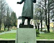N snímke pamätník
