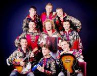 Na snímke populárna ruská hudobná skupina Babkiny vnuki