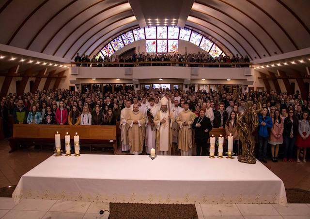 7c374e48d2ca Vyše 700 mladých zavítalo na Arcidiecézne stretnutie mládeže v Humennom