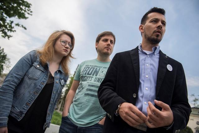 4aab74b0cc7d Na snímke zľava zástupcovia z iniciatívy Za slušné Slovensko Karolína  Farská