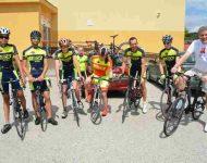 Na snímke Jozef Dvonč spolu s cyklistami