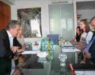Na snímke Jozef Dvoč diskutuje s Danielou Vargovou