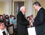 Na snímke: Primátor Nitry Jozef Dvonč zablahoželal Ladislavovi Švihelovi k významnému životnému jubileu – 80 narodeninám.