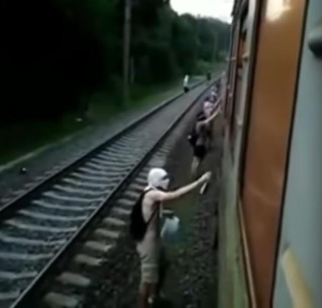 striekať kohút videá