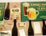 Na snímke pivové fľaše