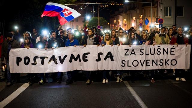 Textár Elánu  Keď vidím odznak Za slušné Slovensko 1e8d2b7c92c