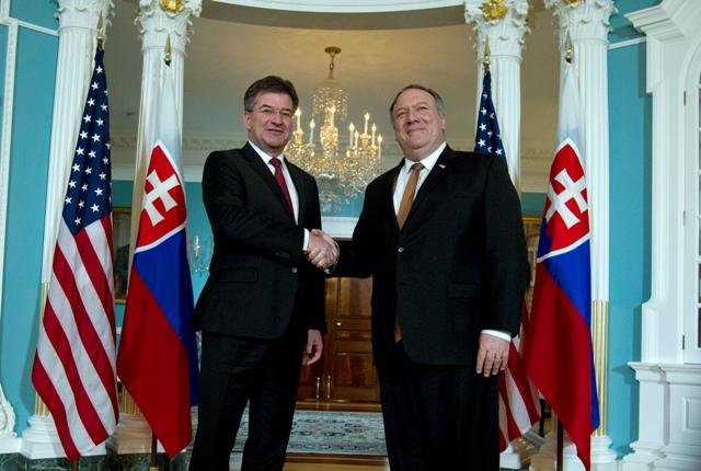 d22cec0afc12 Na snímke vľavo Miroslav Lajčák a Mike Pompeo