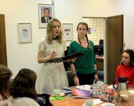 Na snímke študentka Moskovskej štátnej univerzity M. V. Lomonosova (MGU) N. Zelenina recituje básne slovenských poetov