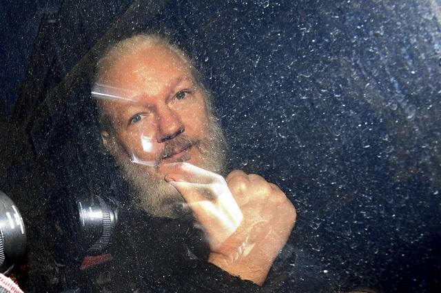 56ae393643f76 Assange dostal 50 týždňov väzenia za porušenie podmienok kaucie ...
