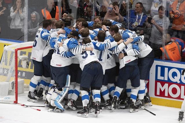 68705c12aed47 Na snímke radosť Fínov z víťazstva nad Kanadou vo finálovom zápase Kanada –  Fínsko na 83. majstrovstvách sveta v ľadovom hokeji v Bratislave 26. mája  2019.
