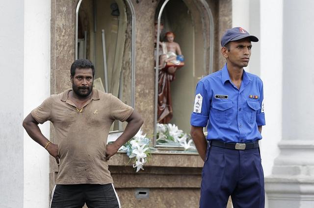 714883d2b Srílanská polícia odporúča, aby ľudia odovzdali svoje chladné zbrane ...