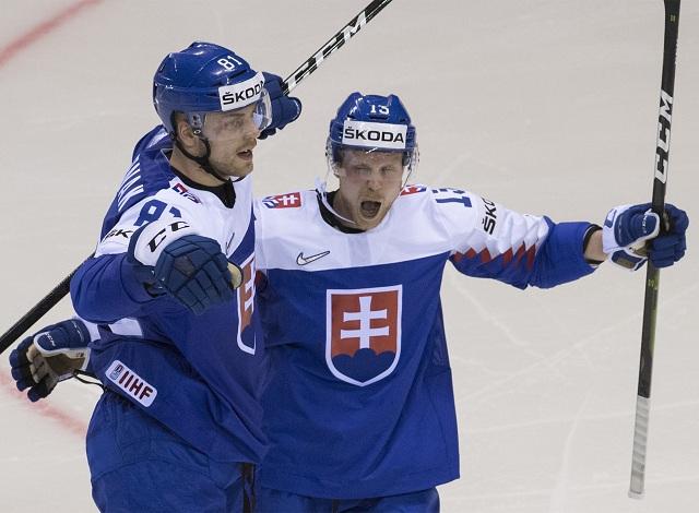 a4d6558ee32e0 Na snímke slovenský obranca Erik Černák (vľavo) sa teší po strelení gólu v  presilovke 5 na 3 v zápase základnej A-skupiny USA – Slovensko