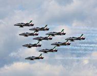 Akrobatická skupina Frecce Tricolori z Talianska počas letovej ukážky v rámci mediálneho dňa pred začiatkom Medzinárodných leteckých dní SIAF 2019