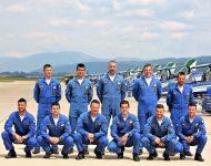 Posádka akrobatickej skupiny Frecce Tricolori z Talianska počas mediálneho dňa pred začiatkom Medzinárodných leteckých dní SIAF 2019