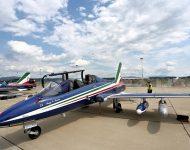 Lietadlo akrobatickej skupiny Frecce Tricolori z Talianska počas mediálneho dňa pred začiatkom Medzinárodných leteckých dní SIAF 2019