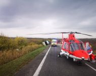 Najmenej trinásť mŕtvych a približne 20 zranených si vyžiadala nehoda autobusu a nákladného auta pri Nitrianskych Hrnčiarovciach