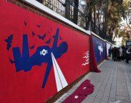 V Teheráne sa objavili nové grafity pred bývalým americkým veľvyslanectvom