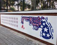 V Teheráne sa objavilo nové grafity pred bývalým americkým veľvyslanectvom