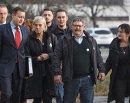 Rodičia zavraždených prichádzajú na pojednávanie v Pezinku 19. decembra 2019