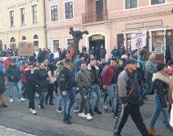 Na snímke účastníci opozičných protestov proti mítingu kotlebovcov v Levoči