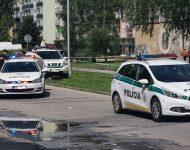 Na snímke policajné hlliadky počas zásahu v ZŠ vo Vrútkach