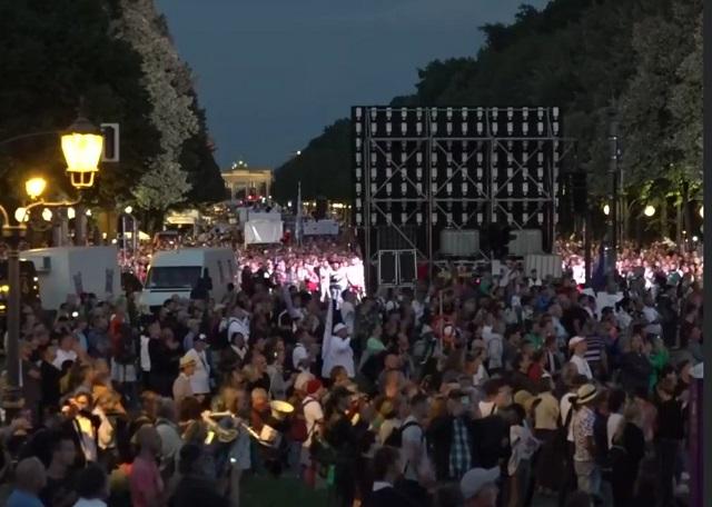 Berlínsky protest proti koronavírusovým opatreniam