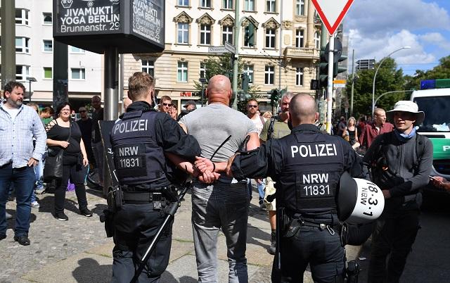 Protest Berlín pravicoví extrémisti