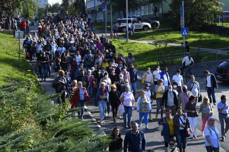 pochod, ľudia, Poprad, nemocnica