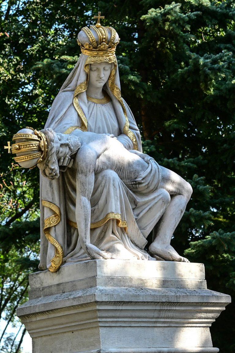 Socha Sedembolestnej Panny Márie