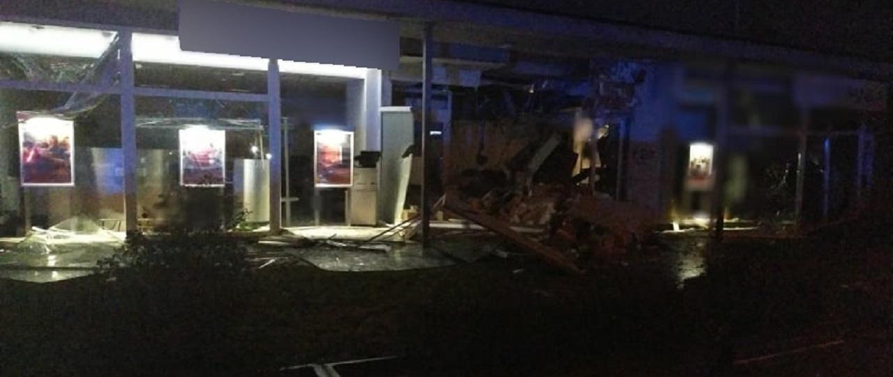 Polícia pátra po páchateľoch, ktorí zničili bankomat a spôsobili explóziu