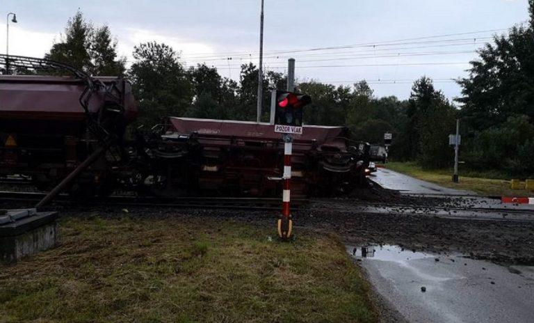 Pri Veľkých Levároch sa vykoľajil nákladný vlak