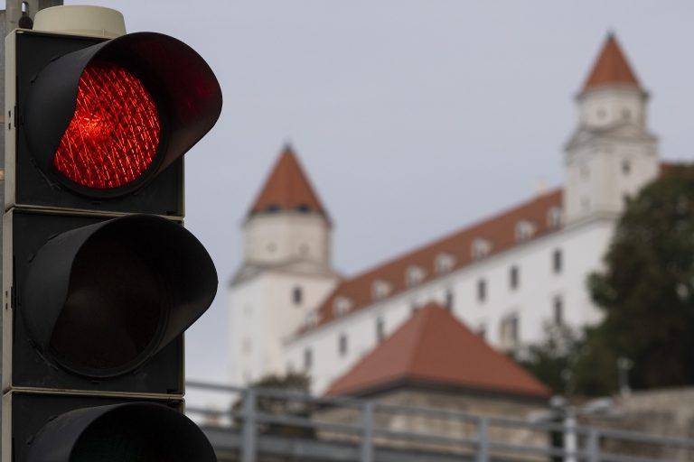 v pozadí Bratislavský hrad