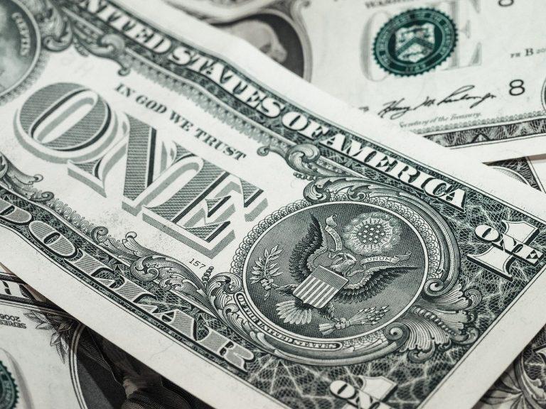 dolár bankovky peniaze