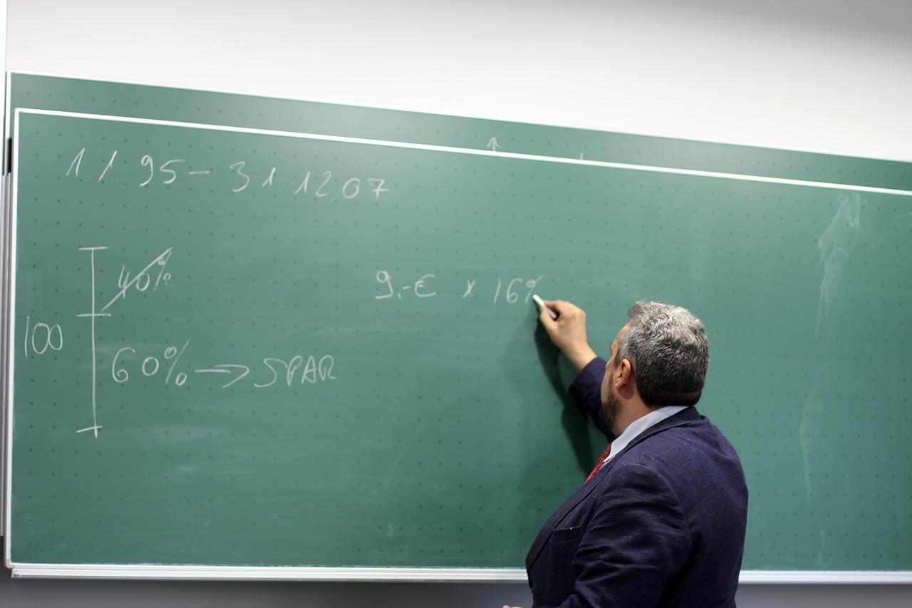 učiteľ škola tabuľa