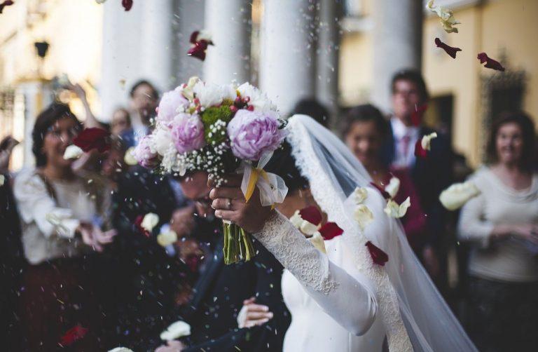 svadba nevesta svadobčania