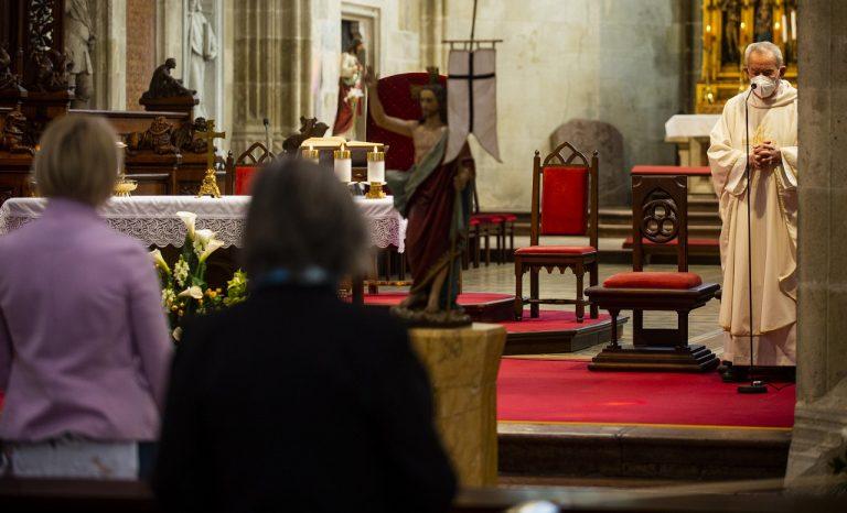 bohoslužba kostol omša kňaz viera kresťanstvo
