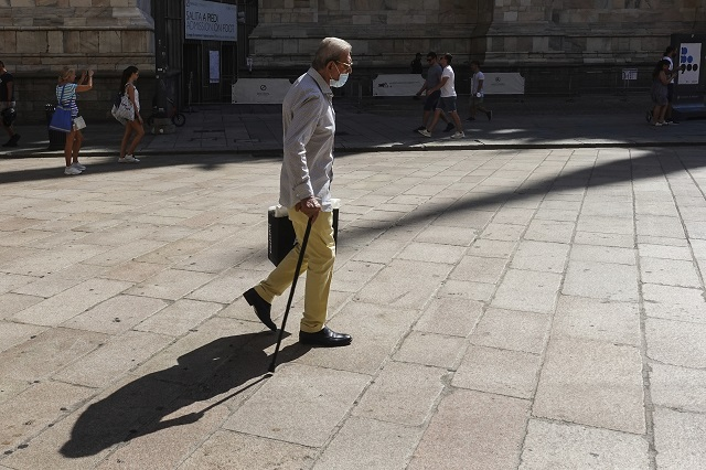 Taliansko ľudia rúško korona covid
